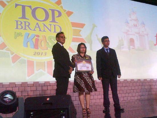 Konicare sebagai Top Brand for Kids tahun 2013 Kategori Minyak Telon